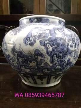 Guci biru putih motif naga