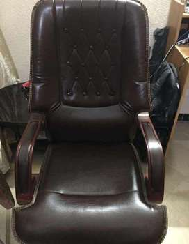 Luxury comfortable leather office chair