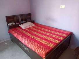 दीवान बेड और गद्दा