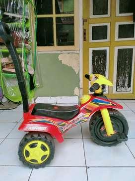 Sepeda dorongan anak