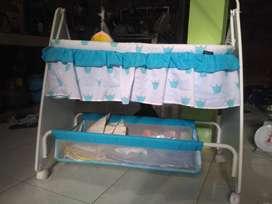 Tempat Tidur Bayi Ayun