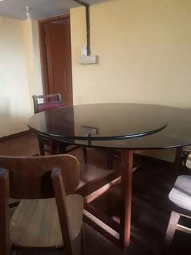 Glasstop dining table with four chairs