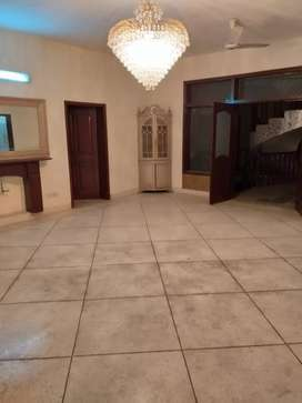 Only foreigners: 6 bedrooms house is available on Rent f-7/1