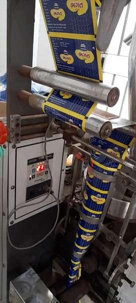 Pouch paking machine