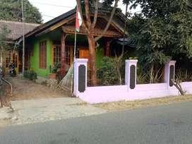 Rumah di jual pinggir jalan raya