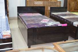 New single bed 6fit by 4fit fully foldable with box