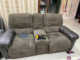 2years old recliner sofa  3+2+1 set almost new and spotless