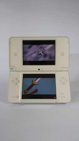 Nintendo DSi LL XL White