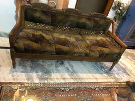 5seater wooden sofa set with centre table excellent condition.