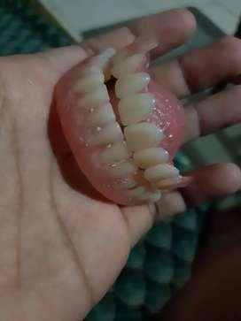 Pasang gigi palsu sebagian/penuh