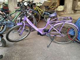 Ladies cycle urgent sell
