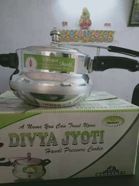 Pressure cooker selling in diffrent areas market
