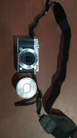 Nikon Digital J5 || Like new