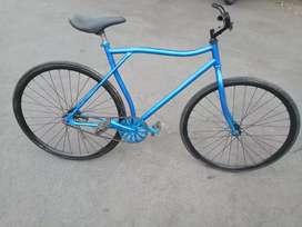 sepeda fixie 700 rem pakai terpedo barang mulus tinggal pakai aja
