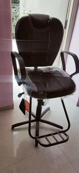Parlour wheels chair