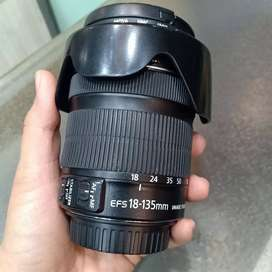 Canon 18-135 IS Lens with hood