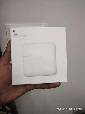 New Apple USB-C POWER ADAPTER 61w