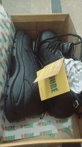 New safety shoes for urgent sale