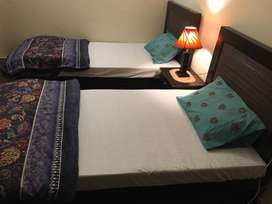 FURNISHED ROOMS Available for rent in GULBERG 3– FEMALE ONLY