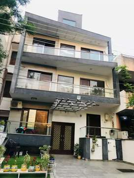 For sale 3 bhk independent floor in dlf phase 1