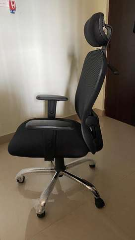 Office Chair with Adjustable height and Lumbar Support