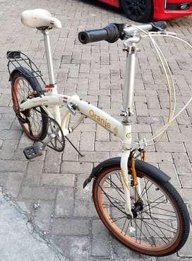 Sepeda lipat merk elemen oranje