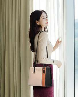 Hand Bags For Girl's