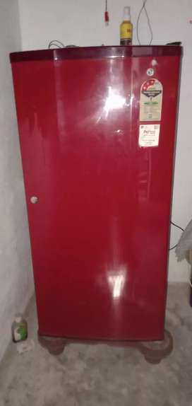 2 years old good collection fridge LG