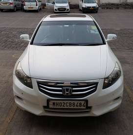 Luxury Sedan - Honda Accord 2.4 Auto 178BHP