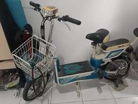 Sepeda Listrik Selis Model Lama