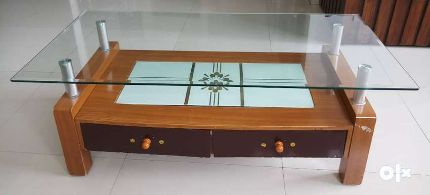 GLASS TOP CENTRE TABLE 0