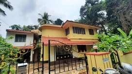 32 cent land n old house near viyyur jail 8.25L per cent