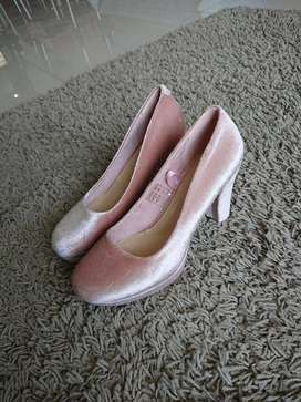 Heels for Sell Size 38 (Brand New)