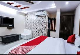 AC Fully Furnished Room With Daily/Monthly Basis With Veg/Nonveg food