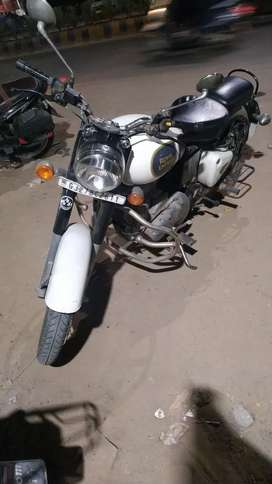 Royal Enfield Classic 350cc White - Good Condition, Price - 115000/-