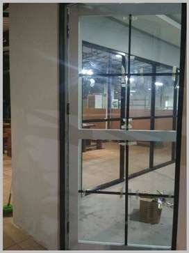 pemasangan partisi dan pintu dowble untuk kantor/tr3565