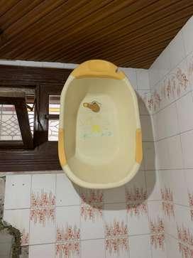 Bak mandi bayi malang