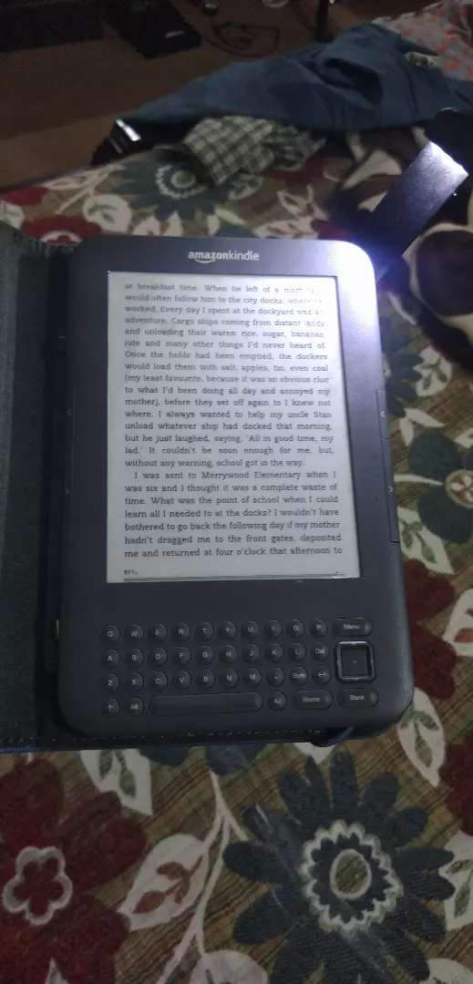 Kindle Keyboard 3G with Original Leather Cover 0