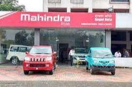 Male / female Candidates apply for full time job in Mahindra Motors