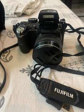 Fuji Semi DSLR camera