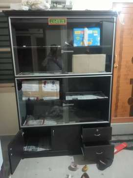 Urgent want to sell my home wooden showcase it's oly 4mnths used