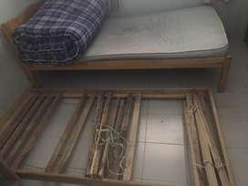 2 rangka Tempat tidur