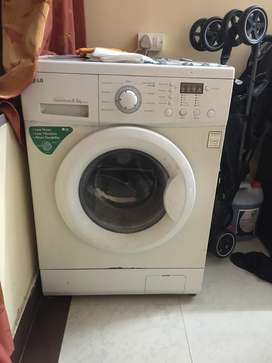 LG 5.5 kg front load fully automatic washing machine