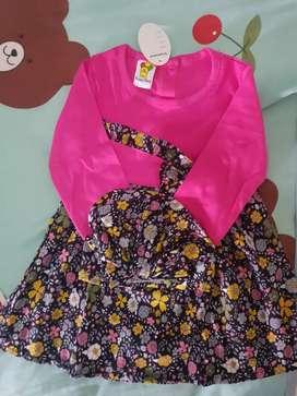 Baju anak bayi perempuan