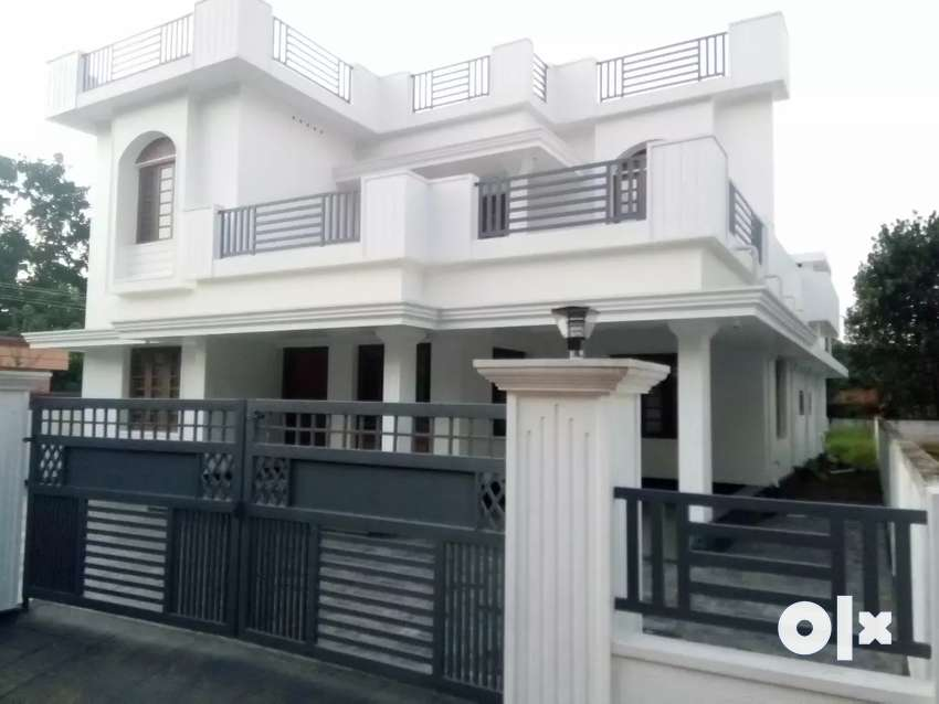 Angamaly11cents2600sqft4bhkHouseBusRouteNearTown3kmAirport4km1.30cr 0