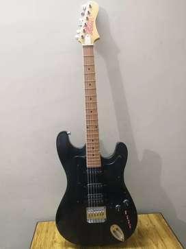 Hobner Electric Guitar With Case & Belt