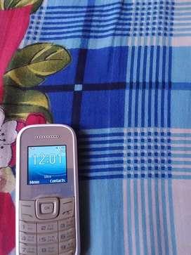 Samsung GT-E 1200 (white) basic mobile phone