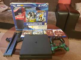 Ps4 500gb slim model with 2 controllers