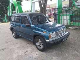 Dijual Escudo Side kick 1996 full orisinil cat, mobil jarang ada.