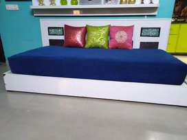 Single Stylist bed without maaters